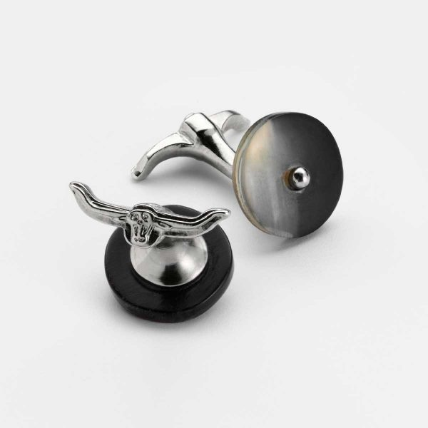 Cufflinks with cattle horn and custom motif